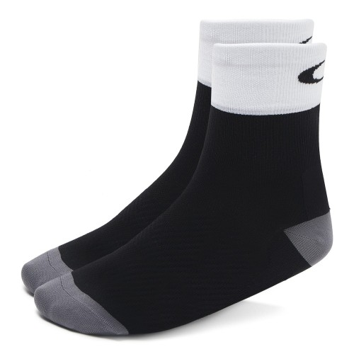 main_93268-02e_oakley-cycling-regular-sock_blackout_001_134858_png_heroxlsq.jpg